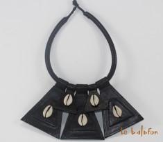 collier ethnique cuir et cauris